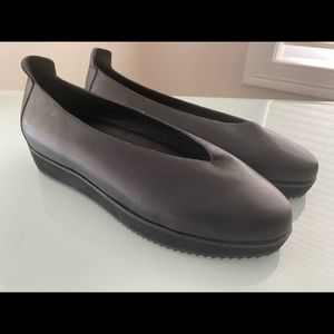 Eileen Fisher black flats 9.5